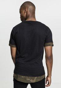 Urban Classics - Print T-shirt - black/olive - 1