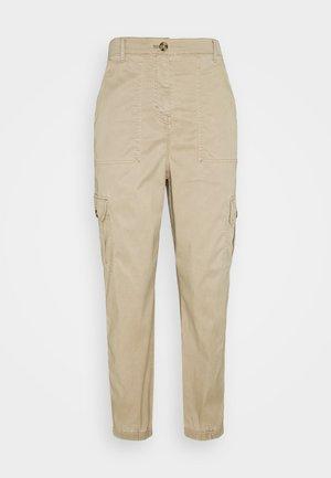ULTIMATE - Pantalones cargo - brown