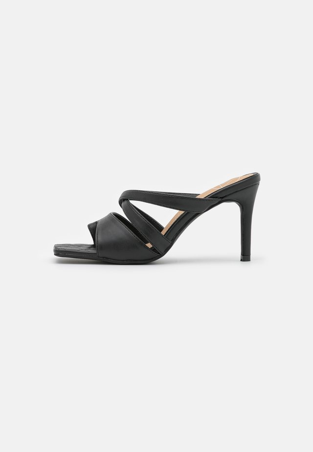 TOE POST STRAPPY QUILTED SOLE MULES - Muiltjes met hak - black