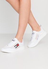 Tommy Jeans - FLEXI RUNNER - Trainers - white - 0