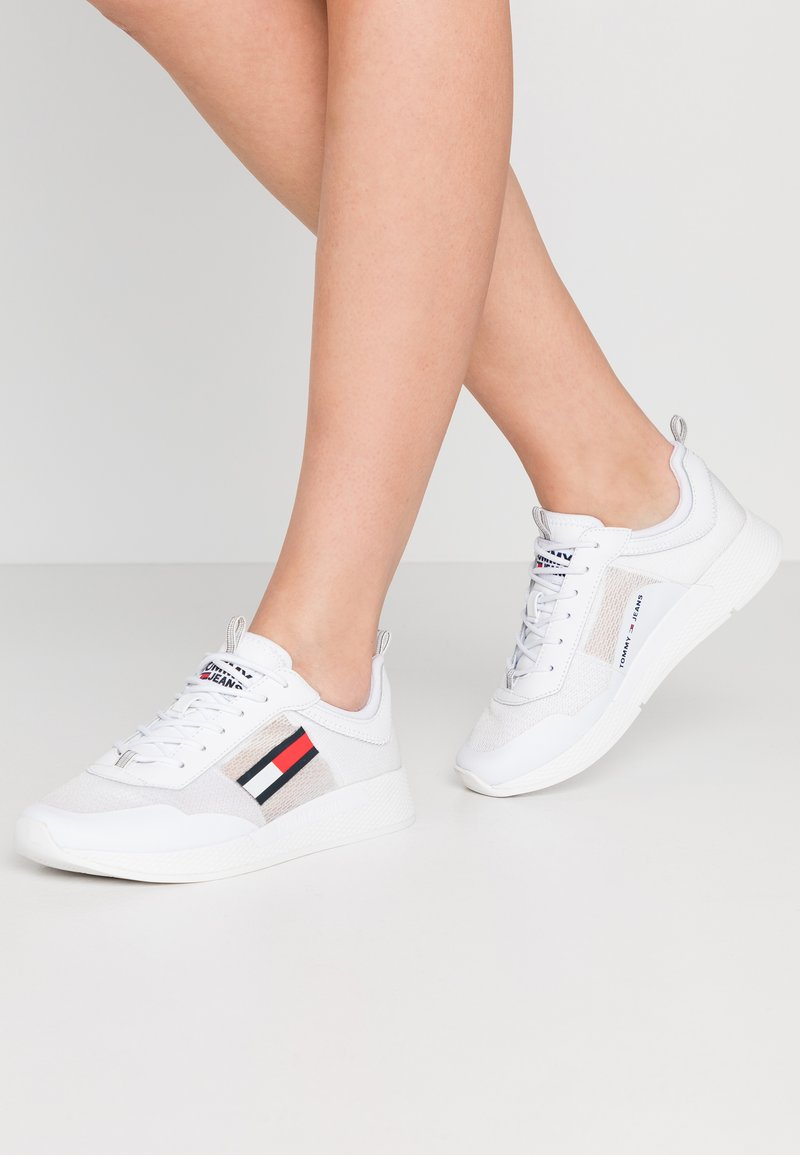 Tommy Jeans - FLEXI RUNNER - Baskets basses - white