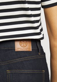 Tory Burch - CROPPED - Bootcut jeans - resin rinse - 3