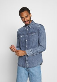 Levi's® - BARSTOW WESTERN STANDARD - Camicia - marble indigo acid wash - 0