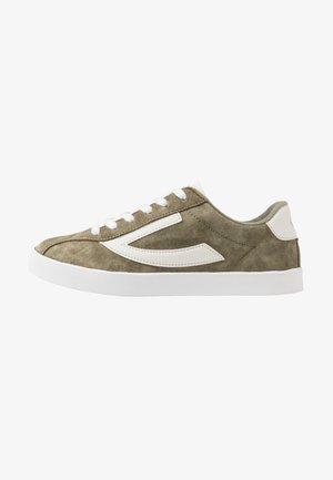 RETRO TRIM UNISEX - Sports shoes - olive/eggshell