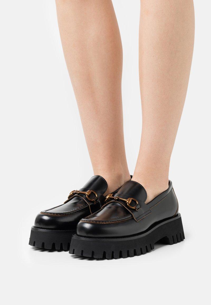 Alpe - TOKIO - Slippers - black