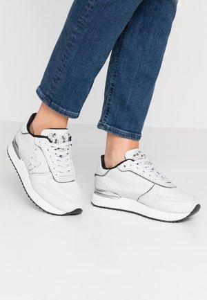 SHERIDAN - Trainers - white