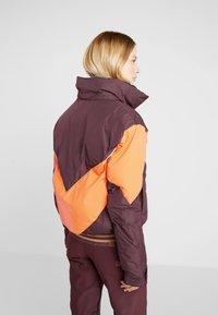 Roxy - SUMMIT  - Snowboard jacket - grape wine - 3