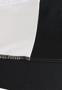Cotton On Body - COLOUR BLOCK CROP - Sujetador deportivo - black - 2