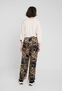 Karen by Simonsen - LUCKY PANTS - Bukser - cork - 2