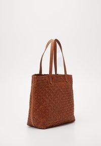 Madewell - MEDIUM TRANSPORT WOVEN - Handbag - burnished caramel - 1