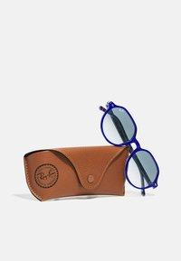 Ray-Ban - UNISEX - Sunglasses - vichy blu/white - 4