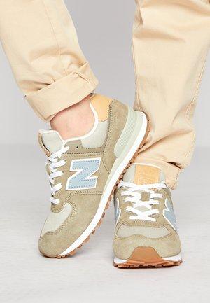 PC574NT2 - Sneakersy niskie - green