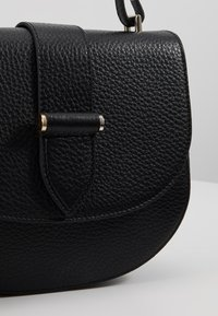 Decadent Copenhagen - KIM SATCHEL BAG - Across body bag - black - 6