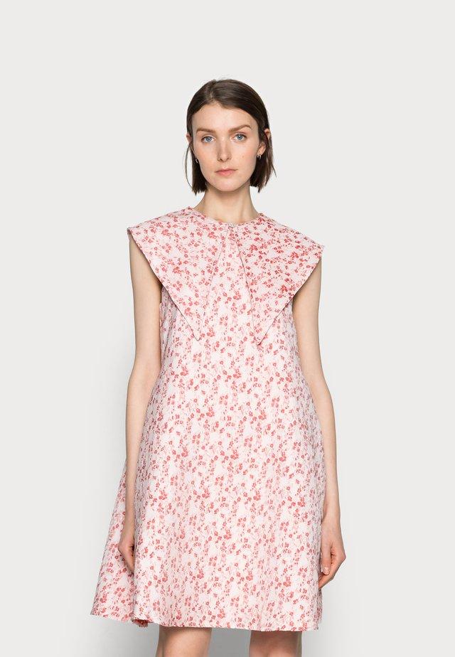 FIOLS DRESS - Vestito estivo - pink wallpaper