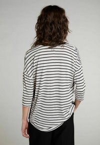 Oui - HALBARM - Blouse - offwhite red - 2