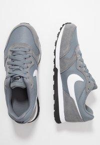 Nike Sportswear - MD RUNNER 2 - Trainers - cool grey/white/black - 0