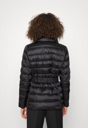 DETACHABLE COLLAR BELTED PACKABLE COAT - Down jacket - black