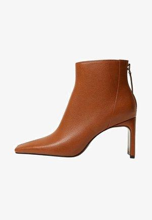 SAS - Classic ankle boots - mittelbraun