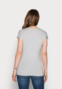 Anna Field MAMA - T-shirts med print - mid grey mélange - 2