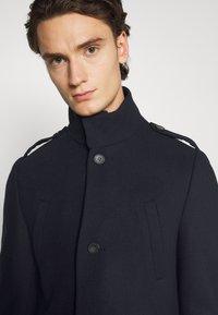 Isaac Dewhirst - FUNNEL COAT - Classic coat - dark blue - 3