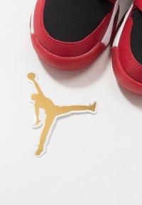 Jordan - MARS 270 LOW UNISEX - Basketball shoes - gym red/white/black - 6