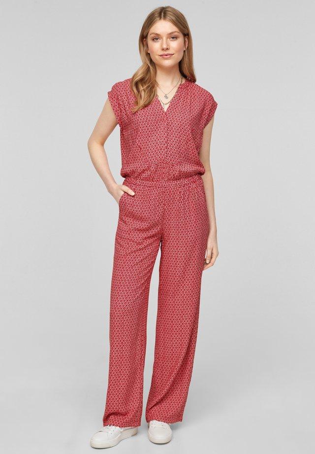 MET WIJDE PIJPEN - Jumpsuit - true red embroidery