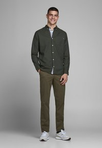 Jack & Jones PREMIUM - JJECLASSIC  - Camisa - olive night - 1