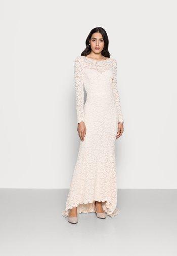 LONG LACE DRESS LOW BACK LONG SLEEVE - Společenské šaty - soft ivory
