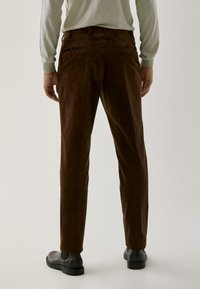 Massimo Dutti - FÜR DIE ABENDGARDEROBE - Trousers - brown - 2