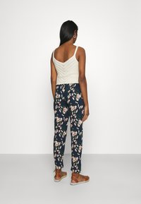 Vero Moda - Pantalon classique - navy blazer/imma - 2