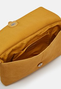 Even&Odd - LEATHER - Across body bag - mustard - 2