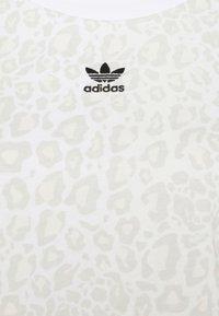 adidas Originals - LEOPARD CROPPED TEE - T-shirt print - multco/white/talc - 5