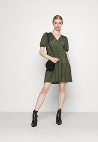Gina Tricot - TUVA DRESS - Jersey dress - green - 1
