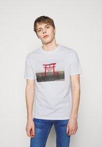 HUGO - DICHIBAN  - Print T-shirt - white - 0