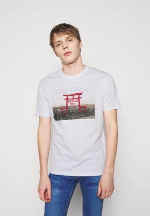 DICHIBAN  - T-shirt imprimé - white