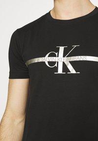Calvin Klein Jeans - SEASONAL MONOGRAM TEE UNISEX - Print T-shirt - black - 3