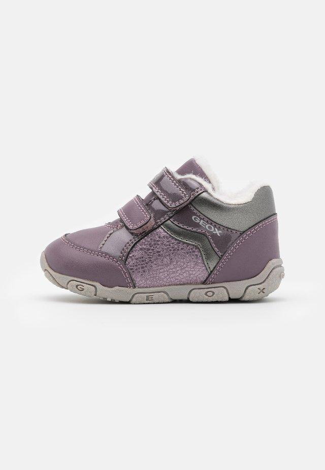 BALU GIRL - Trainers - light prune/grey