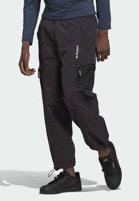 adidas Originals - ADV Woven PANTS ADVENTURE ORIGINALS REGULAR TRACK - Tracksuit bottoms - black - 0
