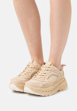 CA805 - Sneakers laag - maple