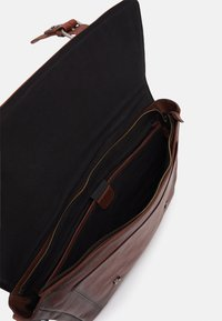 Still Nordic - VINTAGE MESSENGER BRIEF - Laptop bag - brown - 2