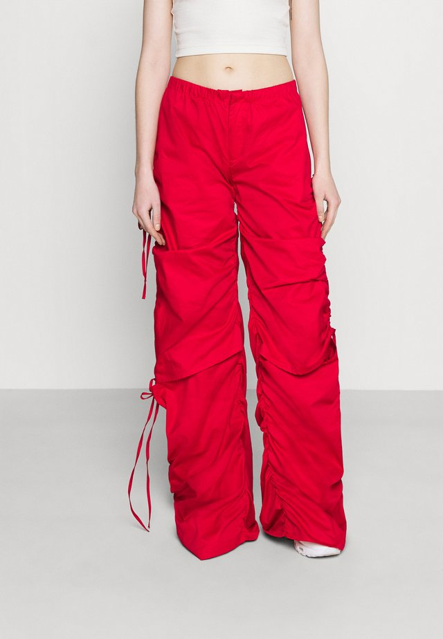 WIDE LEG CARGO TROUSER WITH CUT OUT - Broek - red