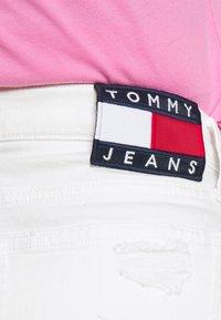 Tommy Jeans - HOTPANT - Denim shorts - optic white - 4