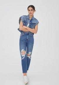 PULL&BEAR - MOM - Relaxed fit jeans - mottled blue - 6