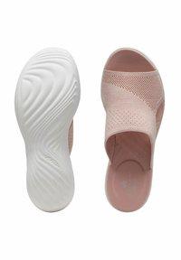 Clarks - Sandalias de cuña - light pink - 3