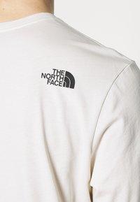 The North Face - CENTRAL LOGO - Top sdlouhým rukávem - vintage white - 5