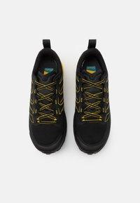 La Sportiva - JACKAL GTX - Běžecké boty do terénu - black/yellow - 3