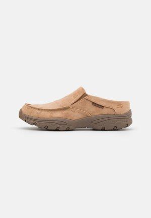 CRESTON - Slippers - tan