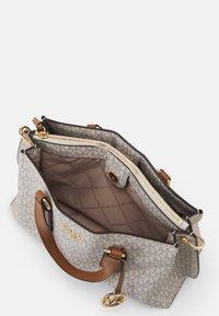 MICHAEL Michael Kors - EMMA SATCHEL - Handbag - vanilla/acorn - 6