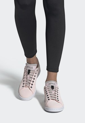 STAN SMITH SHOES - Trainers - pink