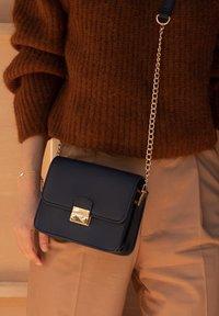 Violet Hamden - Across body bag - blau - 0